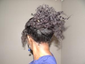 coiffure sur cheveux crépus : hair stick